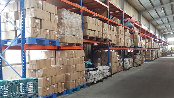 仓储货架的图片