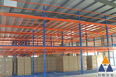 阁楼仓储货架的图片
